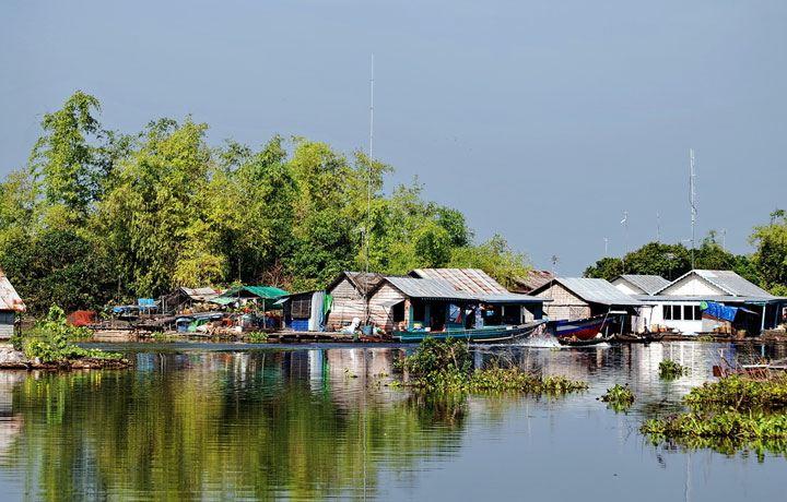 Trip to Floating Village by Tuk Tuk (4 Seats)